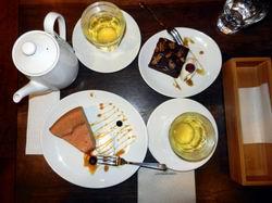 阿里山カフェのスイーツとブレンド紅茶