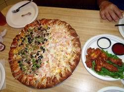 ピザパーティの豪華ピザ